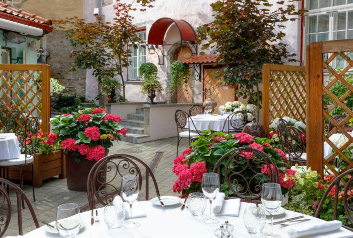 Restorani terrass Tallinna vanalinnas I Schlössle suveterrass