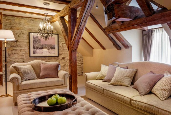 Presidential Suite Livingroom 2